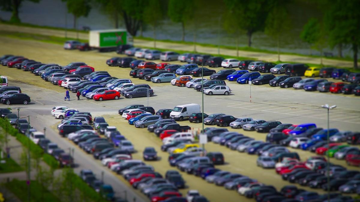 duzy-parking-lotniskowy