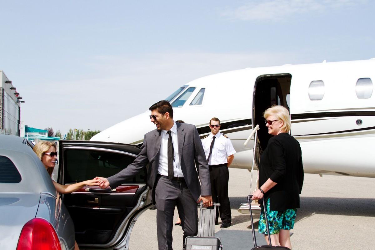 Diva arrives at private jet